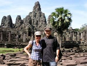 Paar bei Besuch der Tempelanlage von Angkor