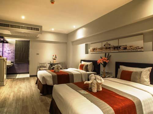 Geräumiges Zimmer im Hotel in Bangkok