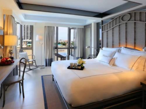 Stilvoll eingerichtetes Zimmer in Bangkok
