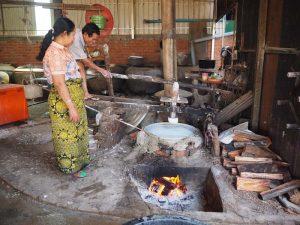 Traditionelle Herstellung von Nudeln in Kambodscha