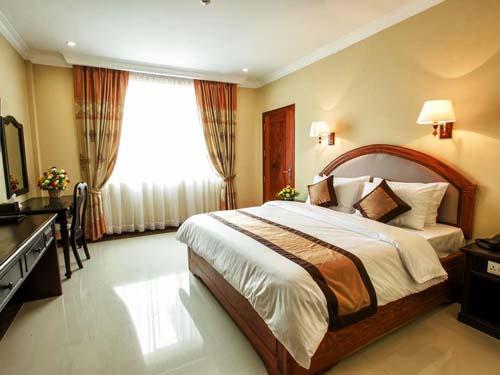 Modernes Zimmer im Hotel in Battambang