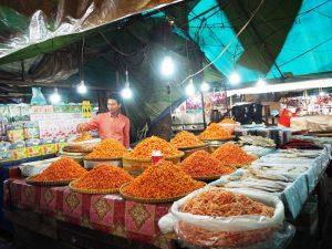 Abendlicher Markt in Kep