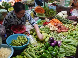 Verkäuferin auf einem Markt in Phnom Penh