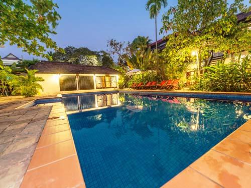 Nach der Besichtigung von Angkor - Pool zur Erfrischung