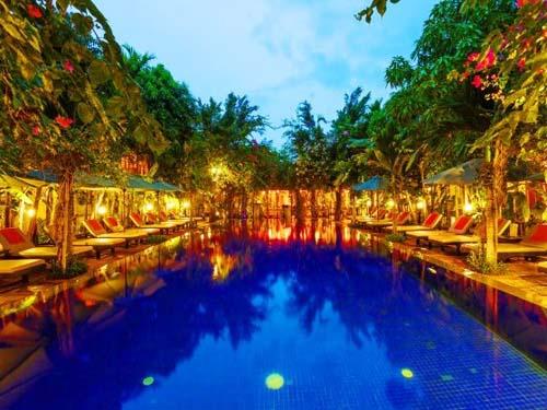Hotelpool in Siem Reap bei Kambodscha Rundreise