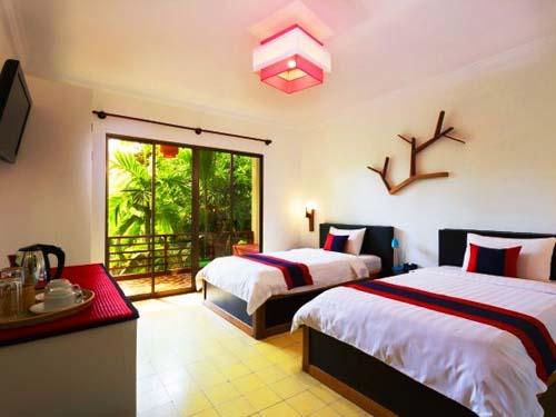 Klimatisiertes Zimmer in Siem Reap mit Blick in den Garten