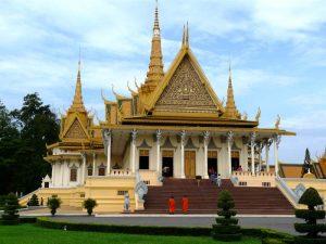 Mönche am Königspalast in Phnom Penh