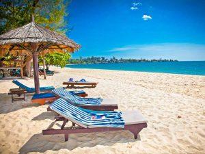 Sihanoukville Strand mit Liegen