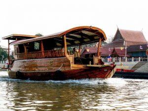 Traditionellen Reis-Barke in Ayutthaya