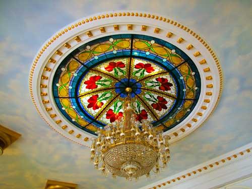 Schöner Kronleuchter in der Lobby