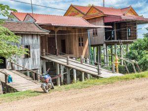 Kleines Dorf auf dem Land bei Kratie