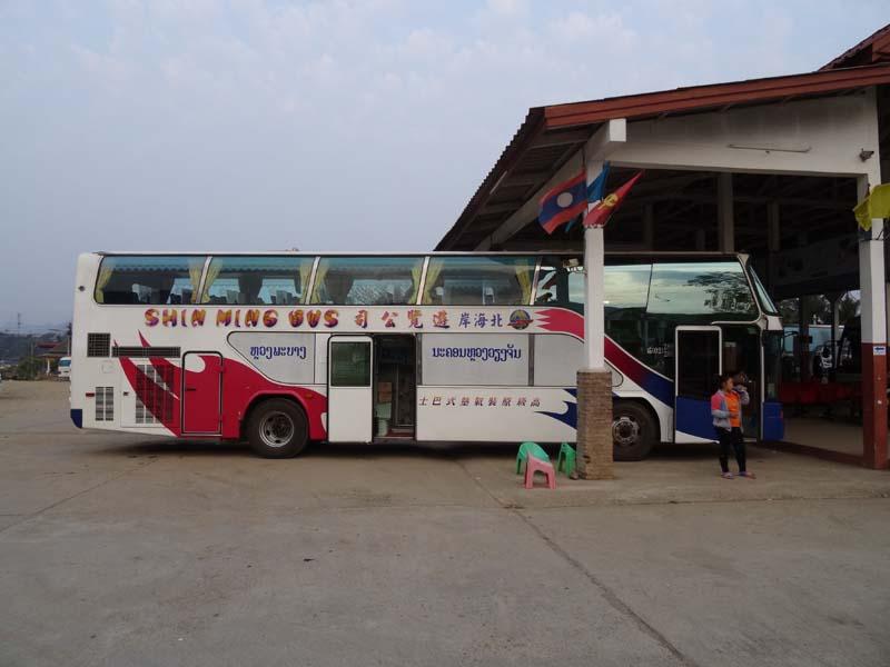 Öffentlicher Bus in Laos
