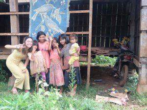 Familie in einem Dorf in Mondulkiri