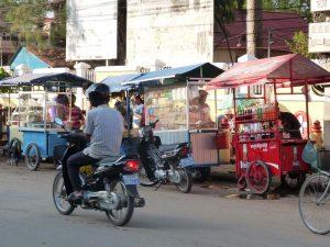 Garküchen auf der Straße in Phnom Penh