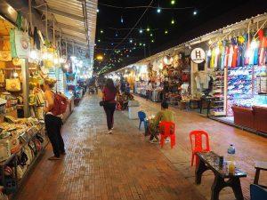 Stände auf dem Nachtmarkt in Siem Reap