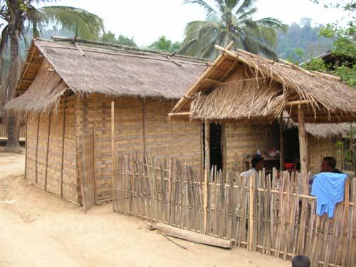 Hütte zum Übernachten im laotischen Bergdorf