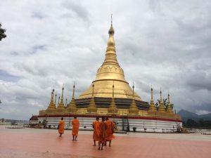 Die kleine Shwedagon Pagode in Tachilek