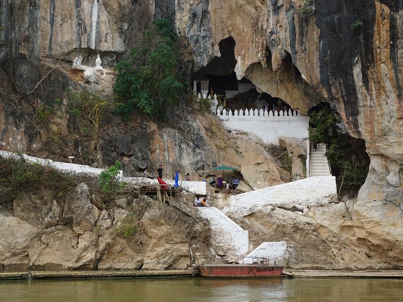 Eingang zu den Pak Ou Höhlen bei Luang Prabang
