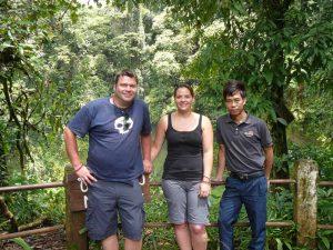 Aktiv durch Laos reisen: Wanderer auf dem Bolaven Plateau