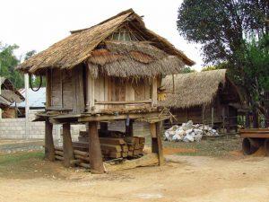 Erleben Sie die Geschichte von Laos hautnah auf der Ebene der Tonkrüge