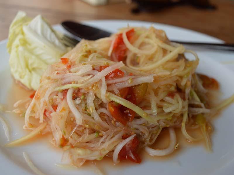 Papaya Salat ist ein klassisches Gericht in Laos