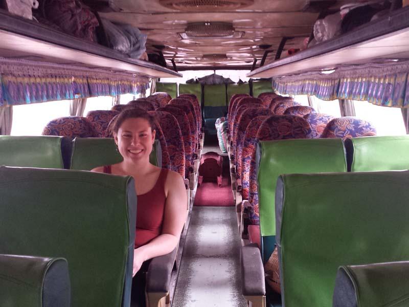 Sitze in einem öffentlichen Bus in Laos