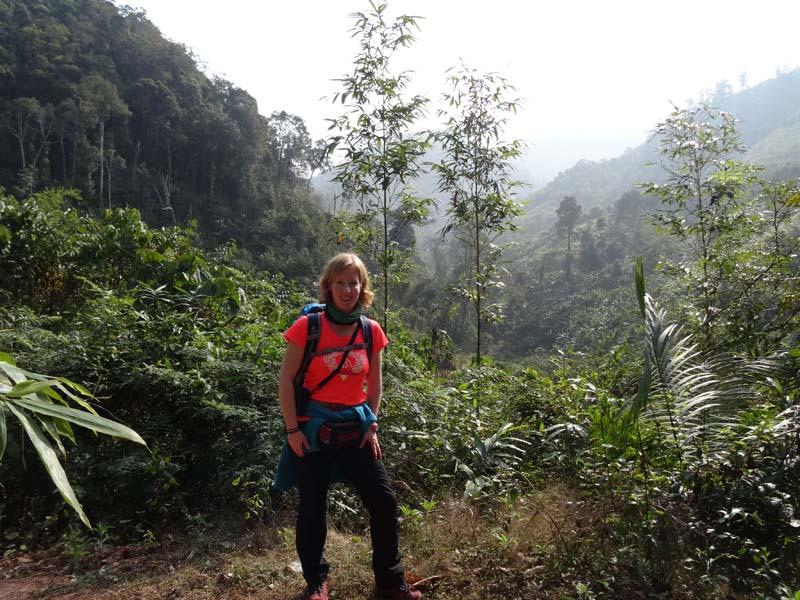 Reisende beim Trekking in Laos