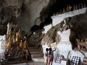 Tausende Buddhas in den Pak Ou Höhlen bei Luang Prabang