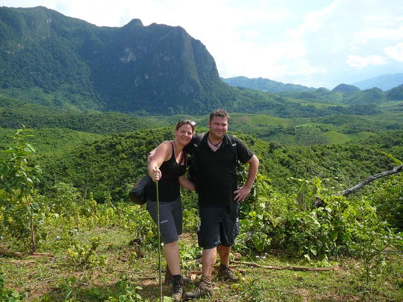 Touristen beim Laos Trekking