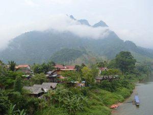 Nong Khiaw liegt am Nam Ou Fluss