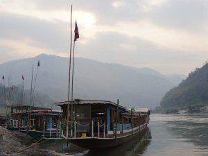 Flusskreuzfahrtschiff auf dem Mekong