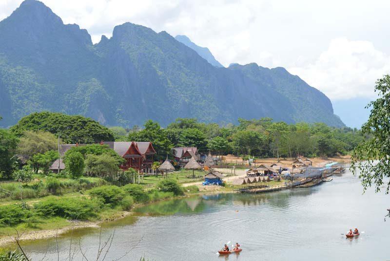 Ein Fluss bei Vang Vieng