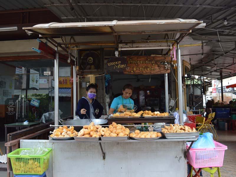 Typische Garküche in Laos