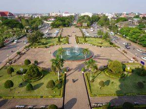 Die Höhepunkte von Laos und Kambodscha - Ausblick vom Patuxai über Vientiane
