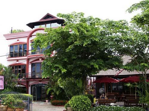 Idyllisches Hotel am Mekong