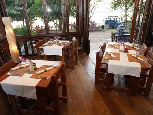 Restaurant mit Blick auf den Mekong