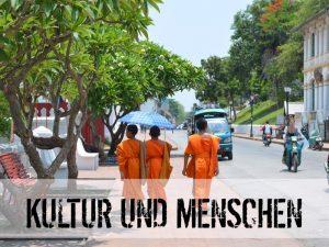 Mönche in Ihrem traditionellen Gewand