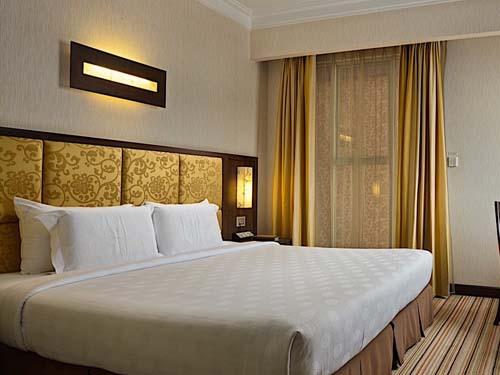 Geräumige Zimmer im komfortablen Hotel in Hanoi