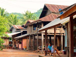 Dorf auf dem Bolaven Plateau in Südlaos