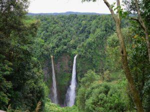 Riesige Wasserfälle im Bolaven Plateau