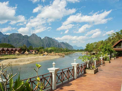 Blick auf den Nam Song Fluss in Vang Vieng