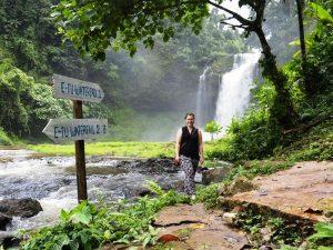 Tad E Tu Wasserfall auf dem Bolavenplateau