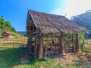 Dorf auf der Ebene der Tonkrüge
