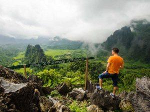 Beeindruckende Landschaften bei einem Trekking in Laos erkunden
