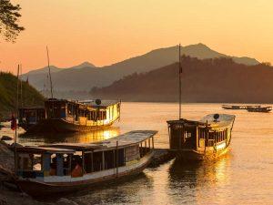 Boote auf dem Mekong in Luang Prabang