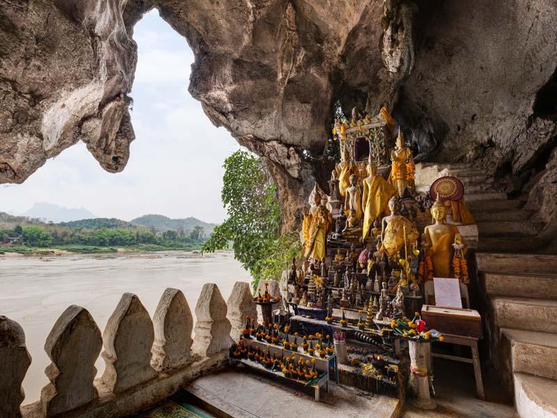Buddhastatuen in den Pak Ou Höhlen