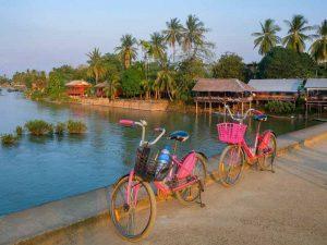 Don Khone mit dem Fahrrad erkunden