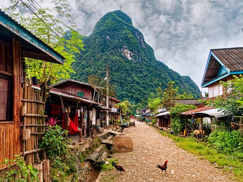 Laos Vietnam Rundreise Nong Khiaw Muang Ngoi Dorf Karstfelsen