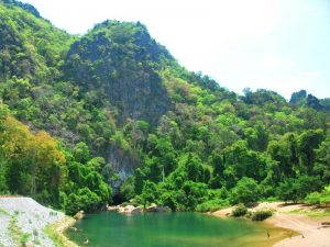 Fluss am Eingang zur Kong Lor Höhle