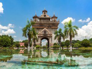 Laos Sehenswürdigkeiten - Der Patuxai in Vientiane
